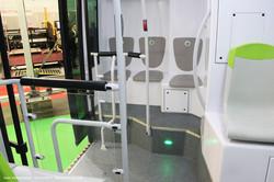 Электробус Vectia Veris 12 electric. Пассажирский салон у 3-ей двери. Странное расположение сидений уступами.