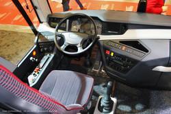 Туристический автобус Otokar Ulyso T. Панель приборов угловатых форм в стиле экстерьера.
