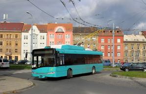 """В румынский Галац привезли первые низкопольные троллейбусы """"Шкода"""""""