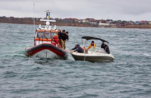 Одесские спасатели проверили безопасность рыбаков в море (ФОТО)