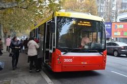 """В Одессе продолжают ремонтировать троллейбусы """"Мегаполис"""" (ФОТО)"""