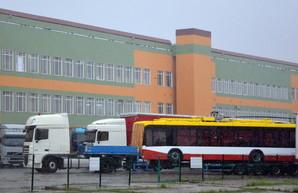 """Почему новые одесские троллейбусы """"застряли"""" на границе"""