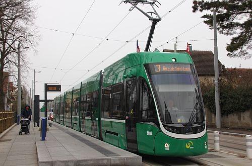 Между Швецарией и Францией запустили трамвай