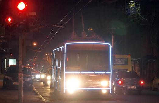 Завтра по Одессе проедет парад новогодних троллейбусов