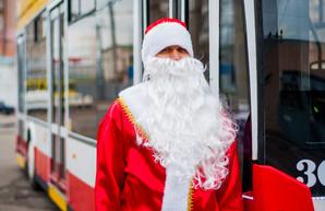 Одесские троллейбусы готовят к Новому году (ФОТО)