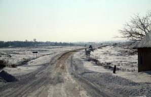 На трассах Одесской области ограничено движение грузовиков, а спецтехника в готовности