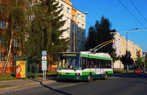 """Черновцы закупили подержанные низкопольные троллейбусы """"Шкода"""", как в Одессе"""