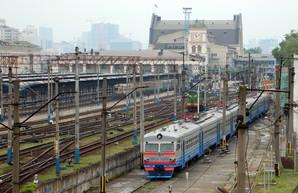 """Итоги """"Укрзализныци"""" в 2017 году: 50 новых пассажирских вагонов, 13 отремонтированных электричек и 2500 построенных грузовых полувагонов"""