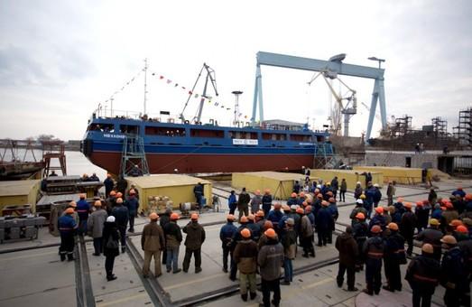 Для украинской компании построили новый плавучий кран-перегрузчик
