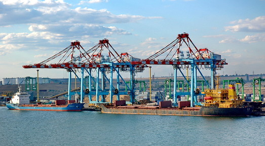 В порту Южный завершено углубление дна