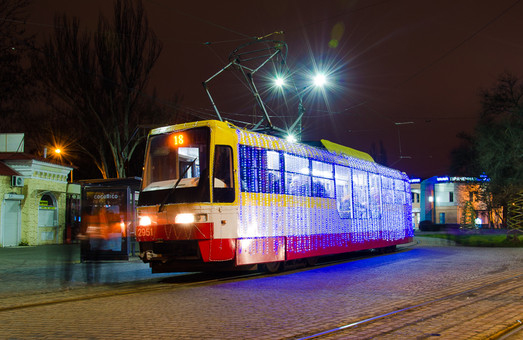 Новогодние трамваи появились на улицах Одессы (ФОТО)