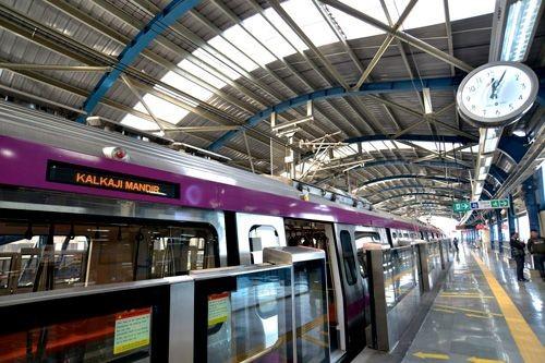 В Дели открыли первый участок линии метро без машинистов.