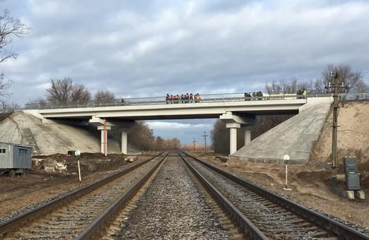 В Харьковской области закончили капитальный ремонт путепровода над железной дорогой