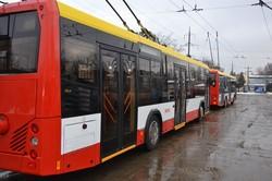 Под снегом: на маршруты Одессы официально запустили белорусские троллейбусы (ФОТО)