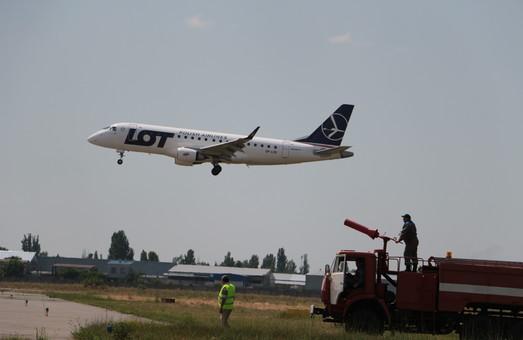 """В столичном аэропорту """"Жуляны"""" наблюдается рост пассажиропотока"""