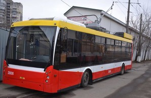"""В Одессе продолжают ремонтировать низкопольные троллейбусы """"Тролза"""""""