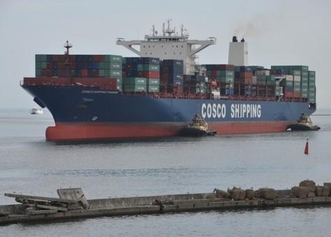 Одесский порт одновременно грузил три 300-метровых контейнеровоза