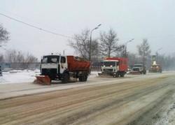 В Одессе со снегопадом борются 110 снегоуборочных машин (ВИДЕО)
