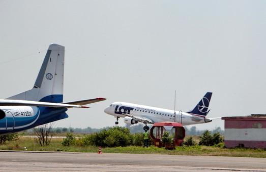 Одесский аэропорт начинает отменять рейсы из-за снегопада