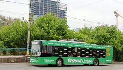 Фото дня: троллейбусы Киева и майская зелень