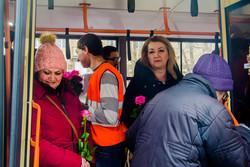 Одесский музыкальный троллейбус поздравляет прекрасных дам с праздником (ФОТО)