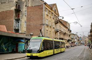 В трамваях и троллейбусах Львова можно будет оплачивать проезд банковской картой