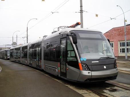 В Киеве начали испытания новых трамваев на линии скоростного трамвая (ФОТО)
