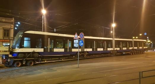 В столицу Латвии поступил первый четырехсекционный трамвай из нового заказа