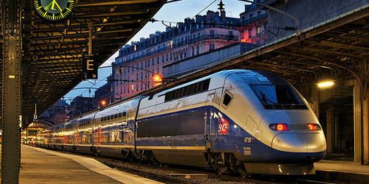 Во Франции продолжаются забастовки железнодорожников и сотрудников гражданской авиации