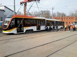 В Днепре испытывают новый трехсекционный трамвай (ФОТО, ВИДЕО)