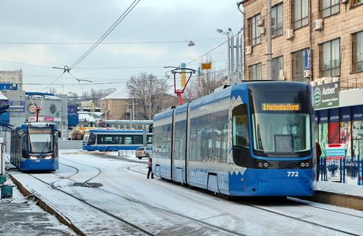 Летом проезд в киевских трамваях и троллейбусах будет стоить 8 гривен
