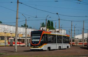 В Киеве начались испытания нового трехсекционного трамвая (ФОТО)