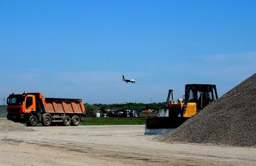 Омелян считает создание в Одессе аэропорта приоритетом центральных и местных властей