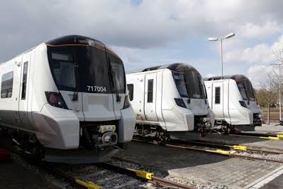В Великобритании показали новые электропоезда для пригородных линий