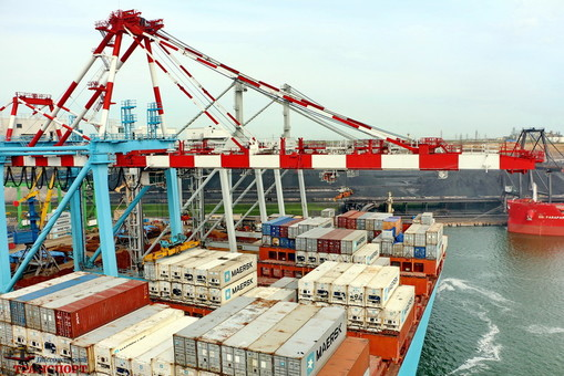 Порты Большой Одессы лидируют в перегрузке контейнеров в Украине