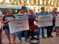 В Одессе работники Черноморского порта митингуют против инвестора (ФОТО, ВИДЕО)