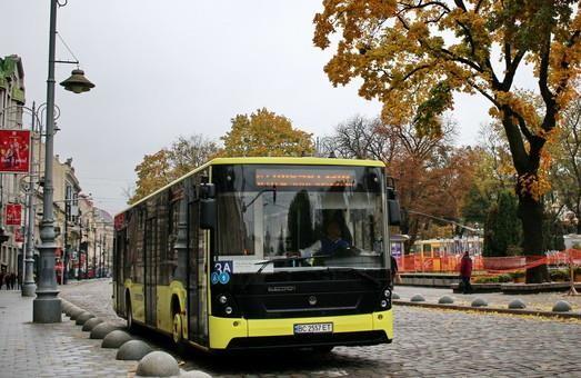 Львов подписал договор о приобретении в лизинг 150 автобусов