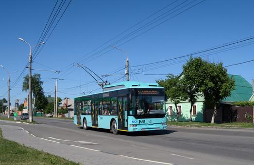 В Сумы завершили поставки новых троллейбусов «Барвинок»