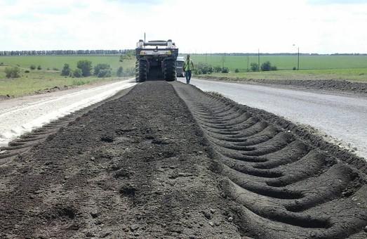 Одесская компания начала ремонтировать дорогу из Николаева в Кропивницкий