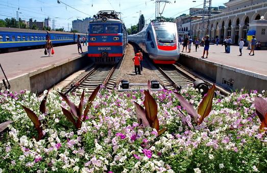 На курортный сезон в Одессу ходят восемь дополнительных пассажирских поездов
