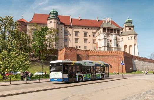 Городская автобусная компанияВаршавы получила первую партию электробусов Solaris