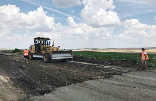 В Раздельнянском районе Одесской области ремонтируют местные дороги (ФОТО)