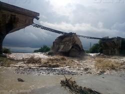 В Румынии из-за непогоды рухнул железнодорожный мост (ФОТО, ВИДЕО)