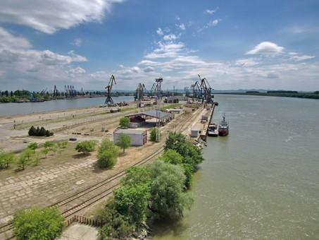 Ренийский морской порт продает имущество чтобы выплатить зарплату