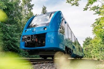 Германия ввела в коммерческую эксплуатацию первый в мире поезд на водородном топливе