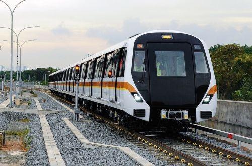 В Сингапуре испытывают первый поезд метро без машиниста