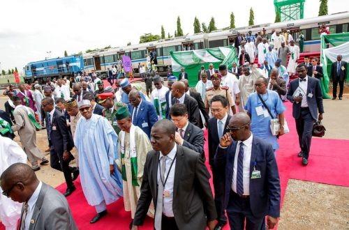 В столице Нигерии открыли первый участок новой линии LRT