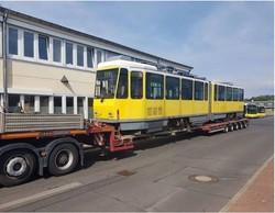 """Львов купил старые двухсекционные трамваи """"Татра"""" из Берлина"""