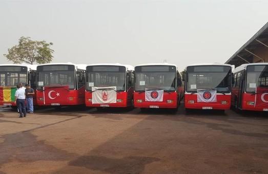 Столица Гвинеи получила автобусы из Стамбула