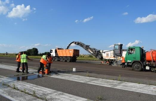 В черкасском аэропорту ремонтируют взлётно-посадочную полосу